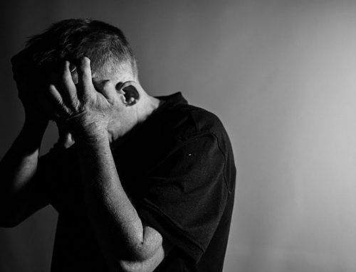 Dépression chez les hommes : facteurs de risques, symptômes et recommandations